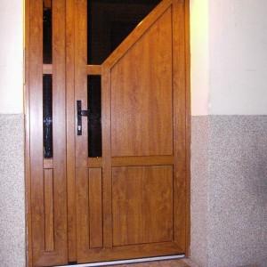 drzwi do klatki schuco