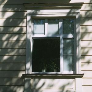 Okna drewniane w kamienicy