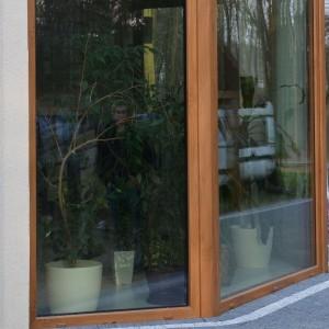 Okno w wykuszu , stolarka PVC CT70 CAVA , kolor Winchester