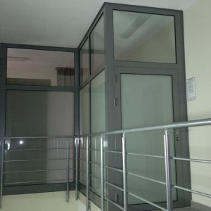 Okna aluminiowe w budynku biurowym