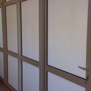 Fasady aluminowe w budynku firmowym