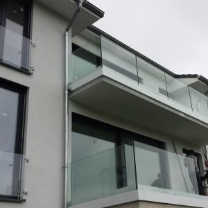 Dom jednorodzinny, stolarka PVC SI82 Classic, kolor Anthrazitgrau, żaluzje fasadowe