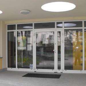 Ścianki osłonowe i drzwi PCV